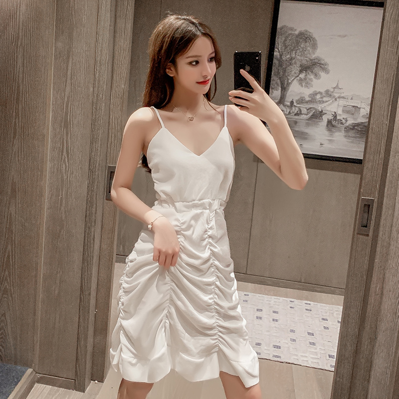 白色褶皺不規則吊帶裙女2020年夏裝新款韓版收腰顯瘦連衣裙氣質仙