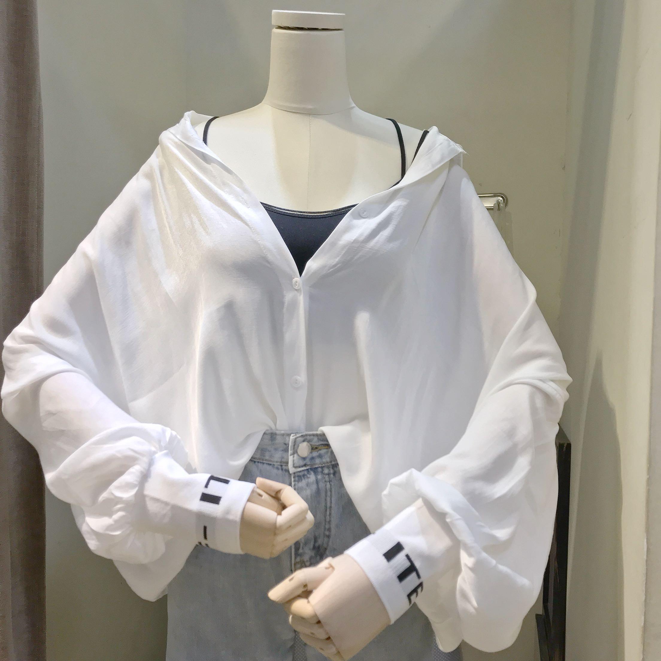 夏裝韓版新款襯衣上衣女字母拼接袖口長袖白色中長款襯衫防曬衫