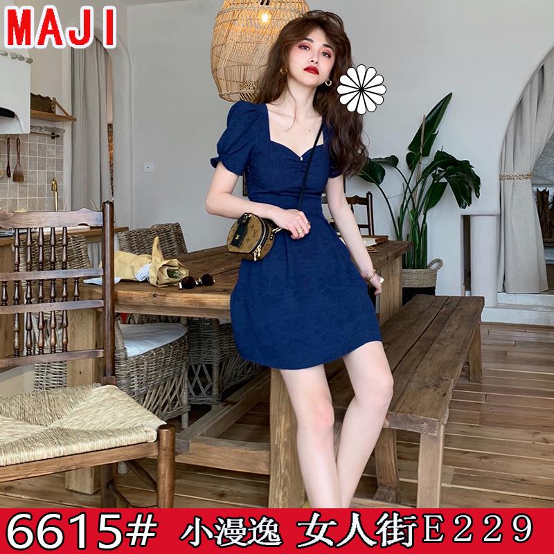 majimitty獨立原創設計 法式俏皮純色暗紋短連衣裙