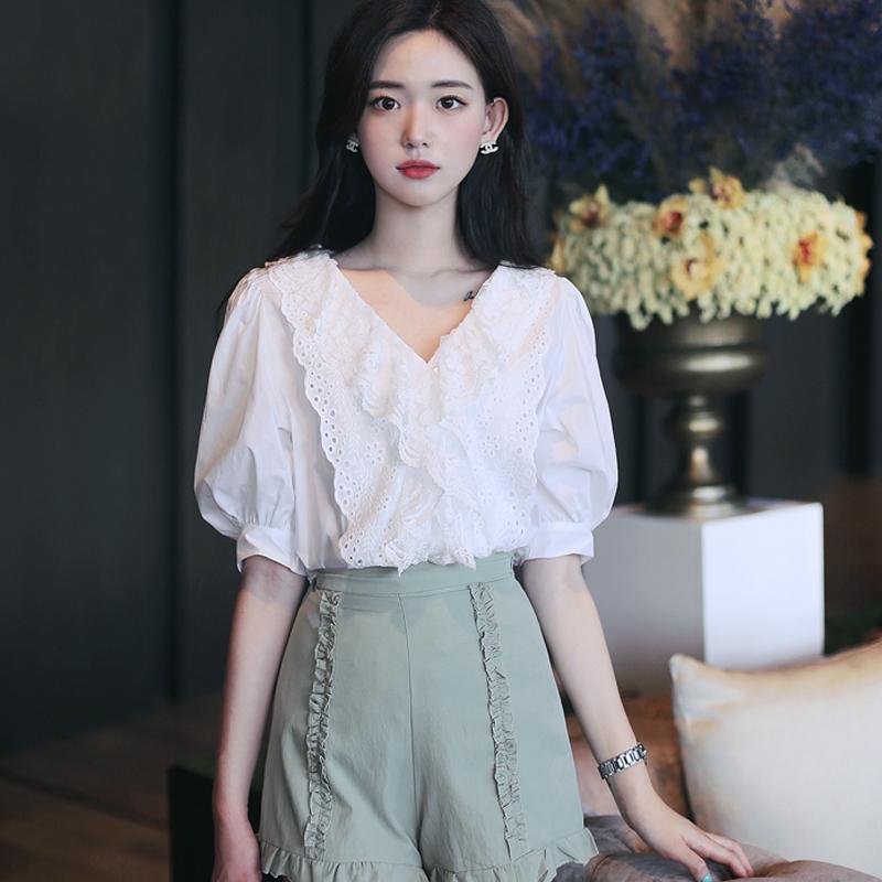 2020年夏季新款V领短袖雪纺衬衫女设计感小众泡泡袖碎花上衣