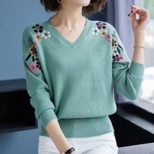 TS57389#大红色毛衣女短款慵懒风V领绣花针织羊绒打底衫上衣