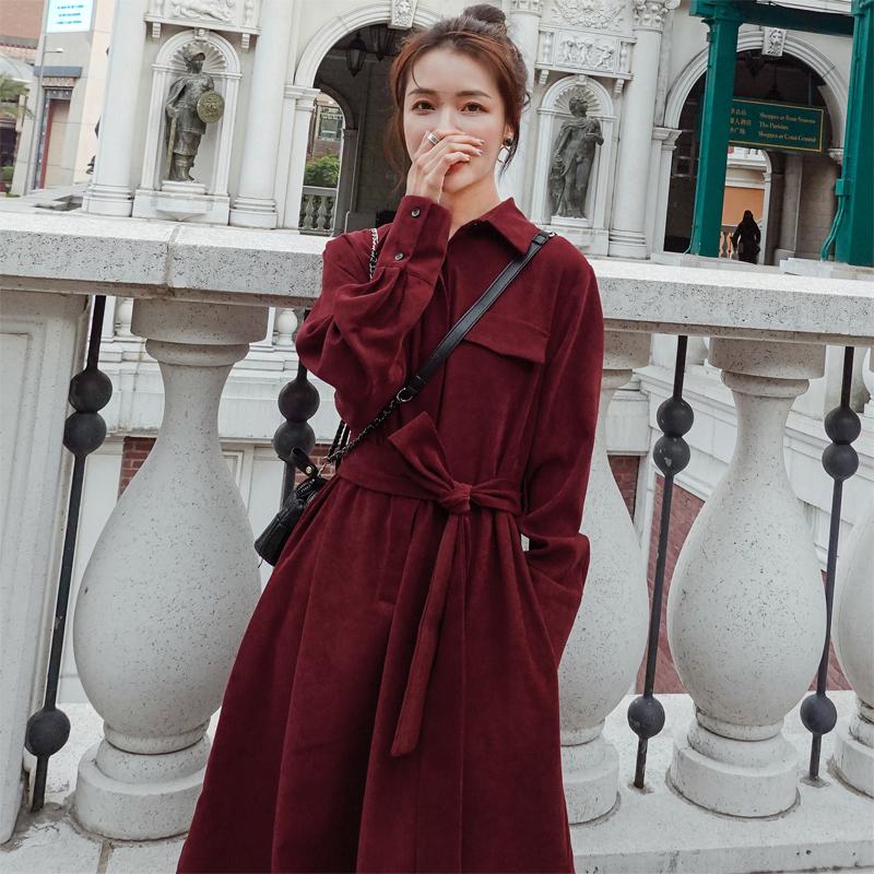 墨绿色灯芯绒长袖连衣裙女秋冬新款法式收腰显瘦气质桔梗长裙