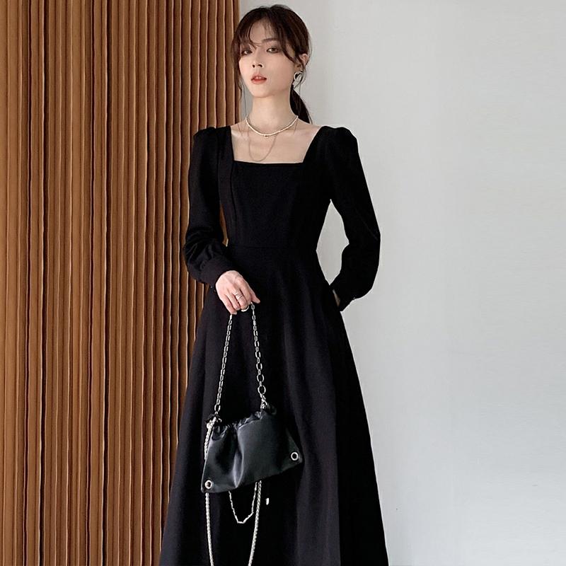 黑色连衣裙女秋冬新款法式复古赫本风长款小黑裙显瘦方领长裙