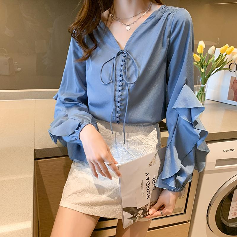实拍2021春季新款 限定高颜值 荷叶袖 蓝色包扣V领桑蚕衬衫女士