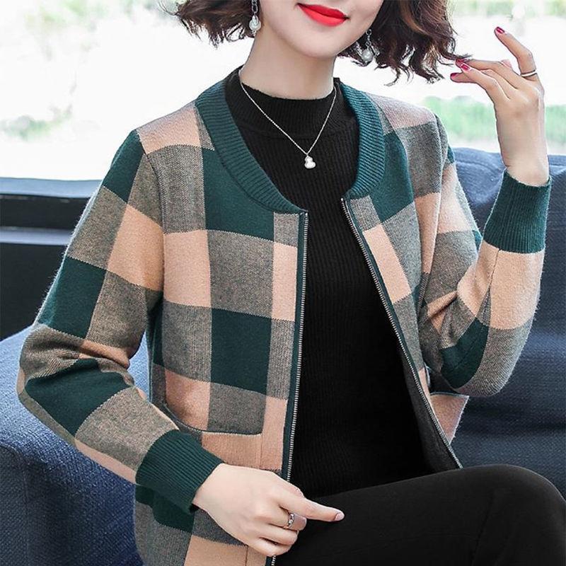 媽媽秋裝風衣外套2020新款洋氣棒球服中老年女春秋短款針織衫上衣