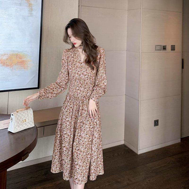 实拍2021年春装新款女装法式长裙设计感小众高端碎花雪纺连衣裙子