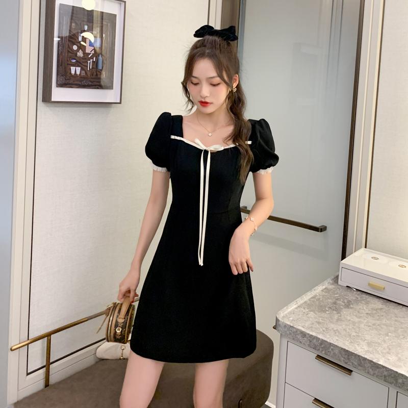实拍现货2021新款甜美泡泡袖方领连衣裙收腰显瘦气质小黑裙女夏