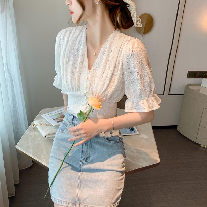 实拍v领泡泡袖蕾丝上衣女短款设计感小众珍珠扣法式雪纺衫女衬衫