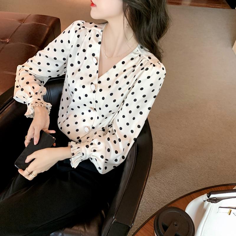 实拍法式v领白色波点衬衫2021新款衬衣女春款长袖早春雪纺衫上衣