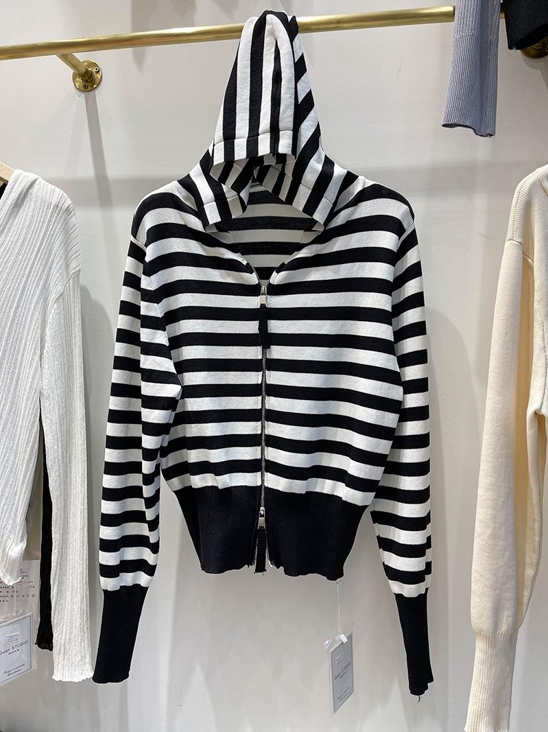 2021早春新款韩版短款修身黑白条纹开衫小外套女拉链针织衫ins潮