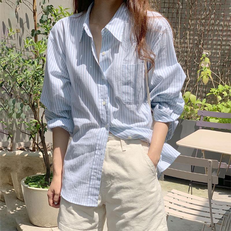 浅蓝色衬衫女春秋长袖百搭2021新款韩版宽松休闲竖条纹衬衣女外穿