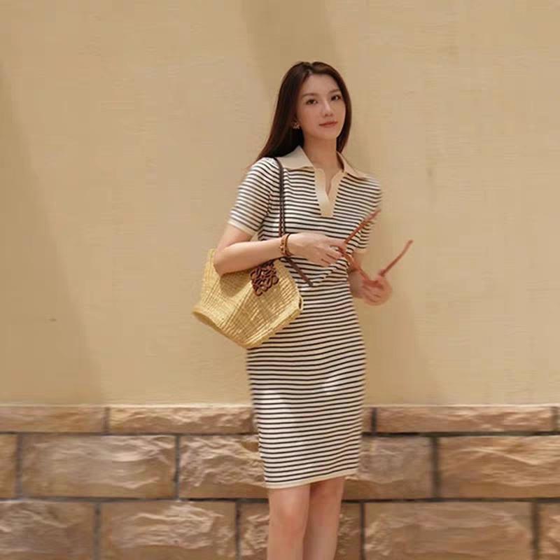 冰丝针织裙子2021新款夏装韩版显瘦减龄修身气质条纹V领连衣裙女