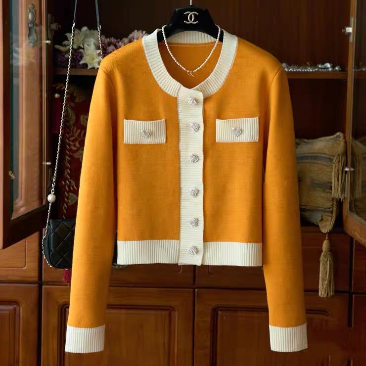 美出新篙 质感羊毛爱心水钻扣撞色走边短款针织小外套Q01098