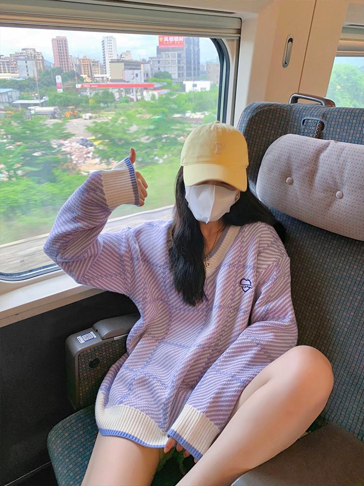 楊泡泡 紫色V領軟糯毛衣女2021秋新款寬松慵懶風別致針織上衣外套