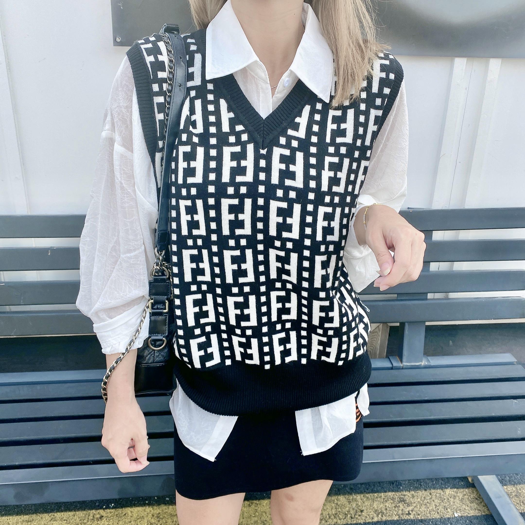 實拍D&ONE2021新款疊穿百搭花字母撞色V領無袖馬甲羊毛針織背心