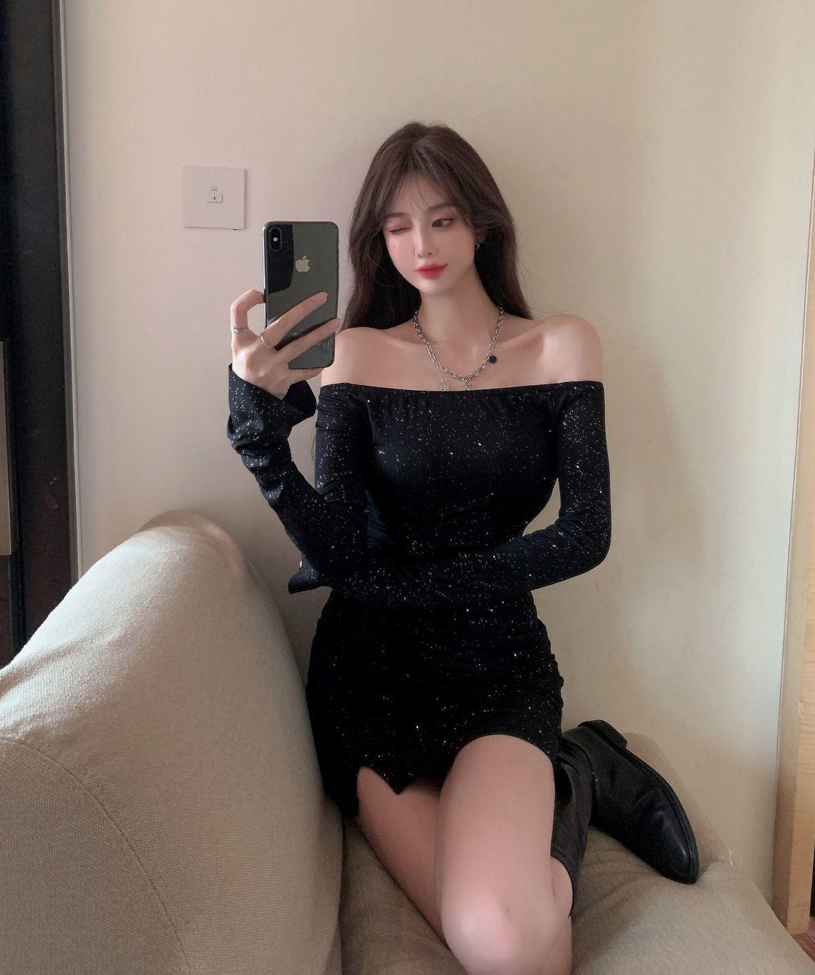 一字肩連衣裙女修身鑲鉆長袖不規則包臀短裙早秋2021新款黑色裙子
