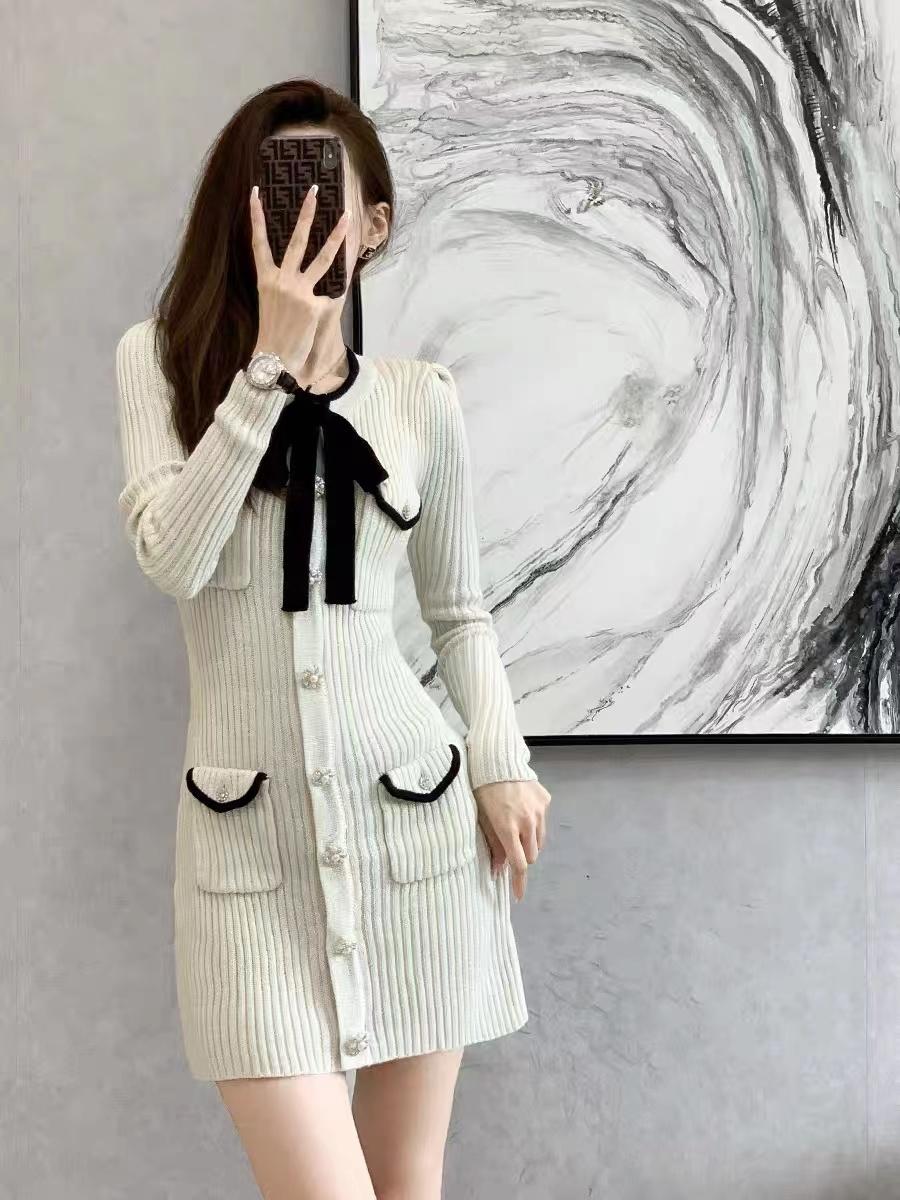 2021秋冬新款法式復古小香風設計感蝴蝶結氣質打底包臀針織連衣裙