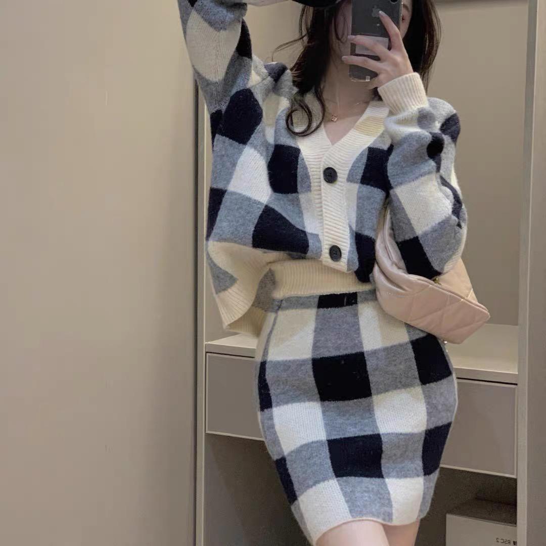 鄭魚魚新款穿搭抖音熱賣專柜正品開衫毛衣外套+高腰包臀短裙套裝