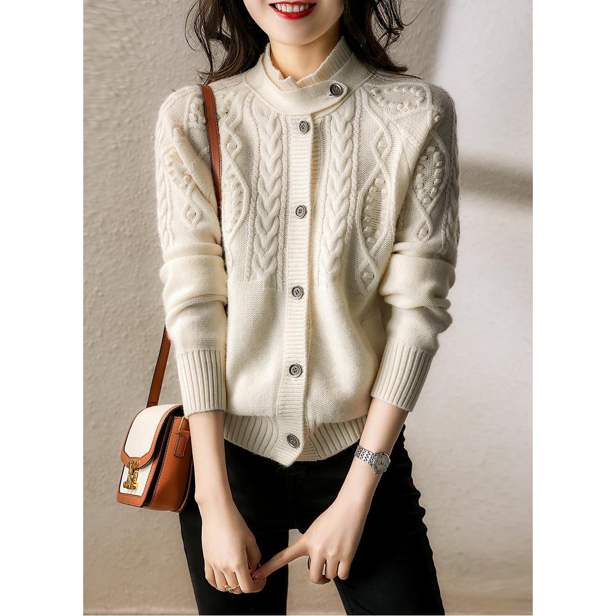 の[ZYT362162VG] 可甜可chic奶油3色!時髦造型領 純羊絨針織開衫