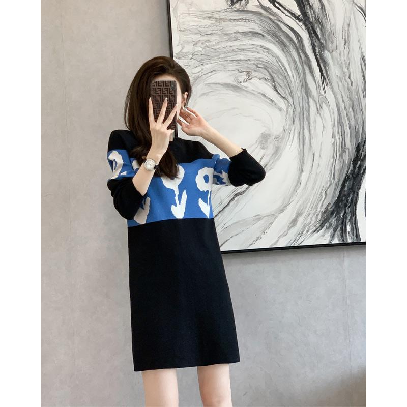 早秋針織網紅長袖連衣裙秋裝2021年新款女小個子直筒黑色裙子秋季