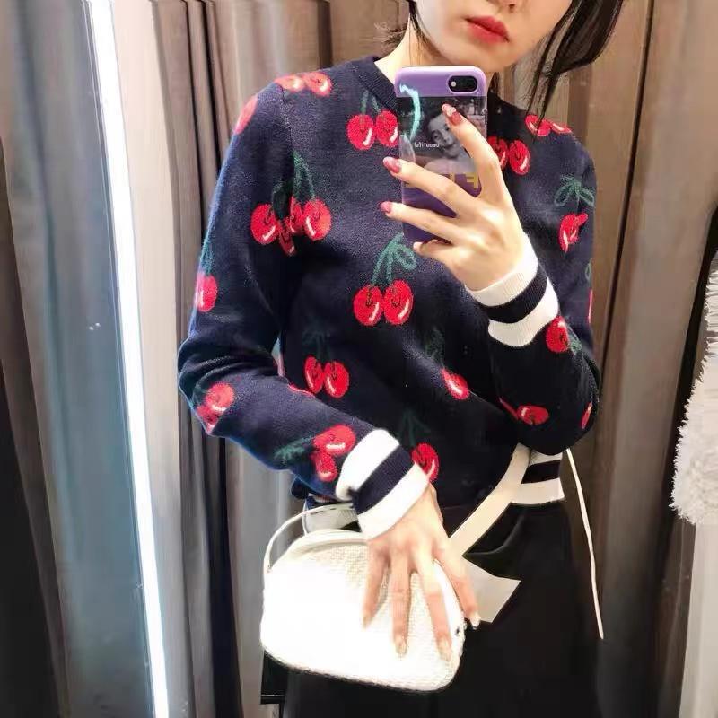 櫻桃提花圓領套頭毛衣女2021秋冬新品韓版寬松外穿學院風針織衫潮