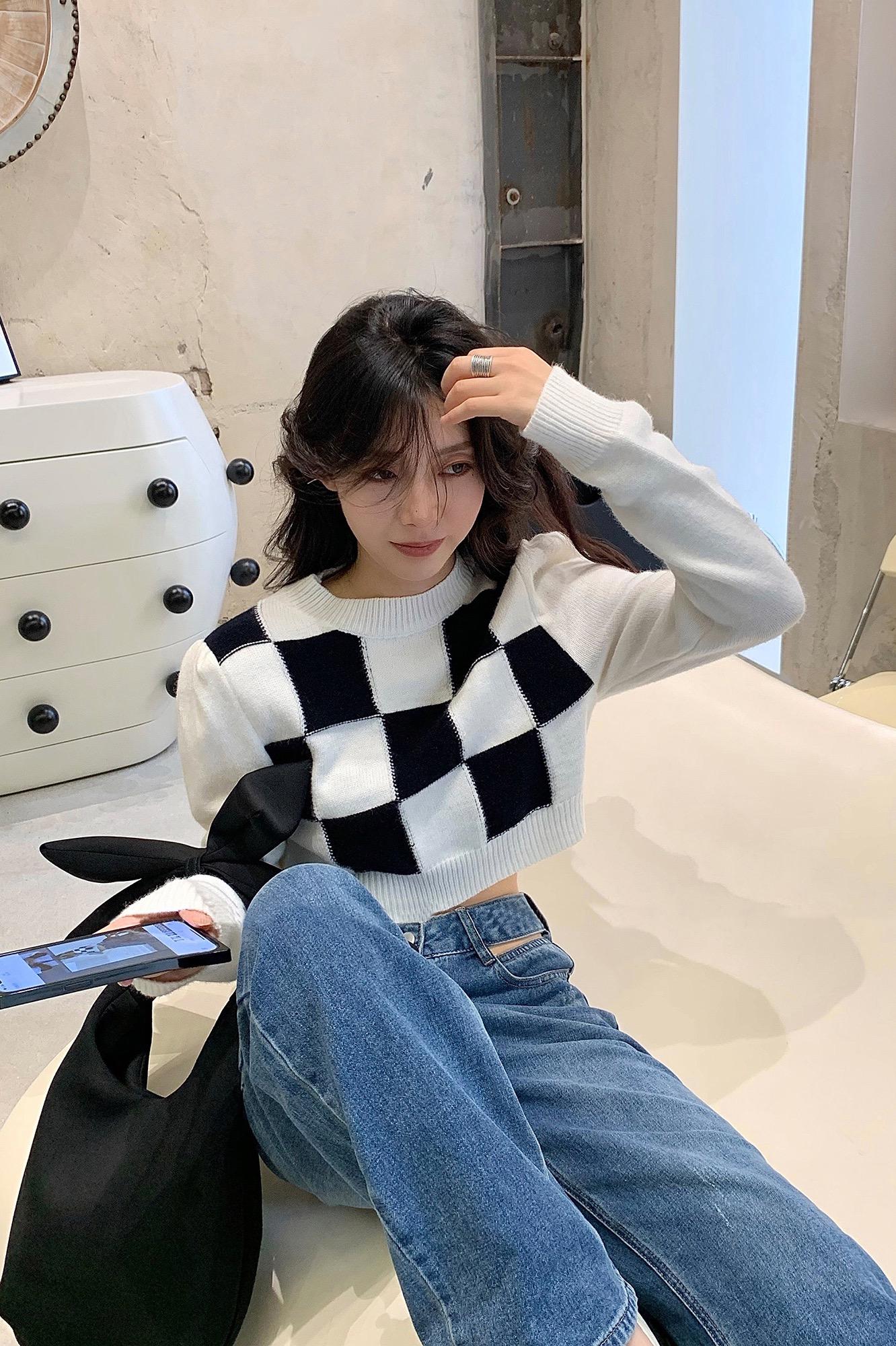 SUN11 棋盤格子短款毛衣女春秋設計感小眾早秋長袖chic針織衫上衣